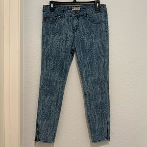 FREE PEOPLE stretchy skinny jeans zipper ankles 28
